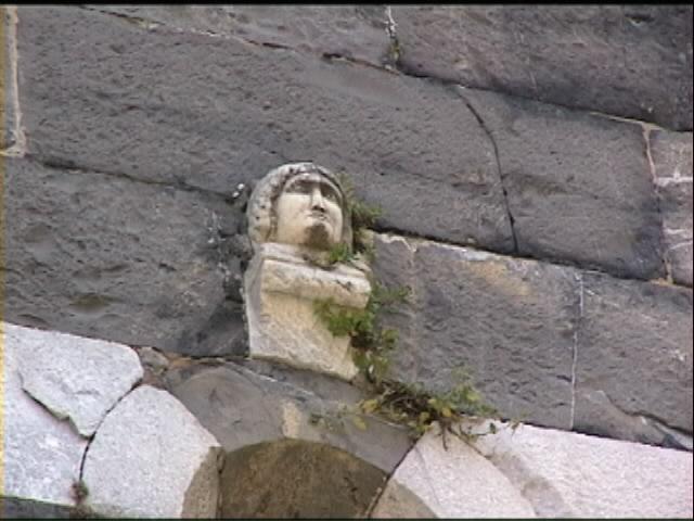 Santa maria del tiglio a gravedona - Finestra che si apre sul lato superiore ...