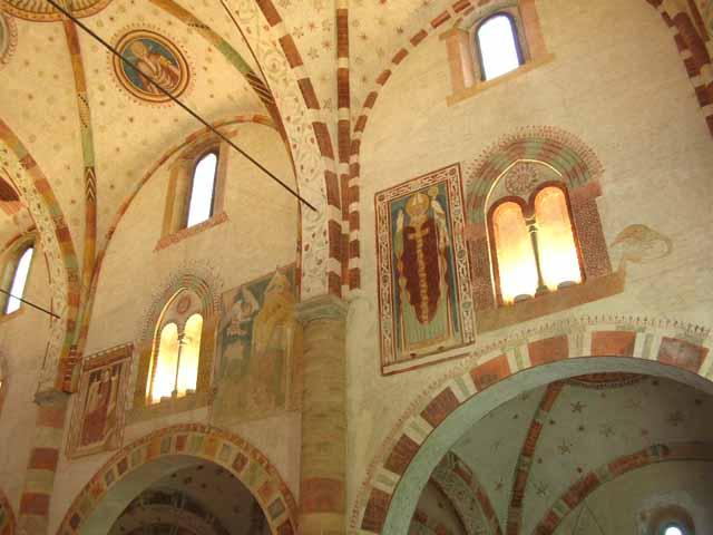 affreschi murali finestre finte : Sulle pareti trovano posto anche affreschi figurati dipinti ...