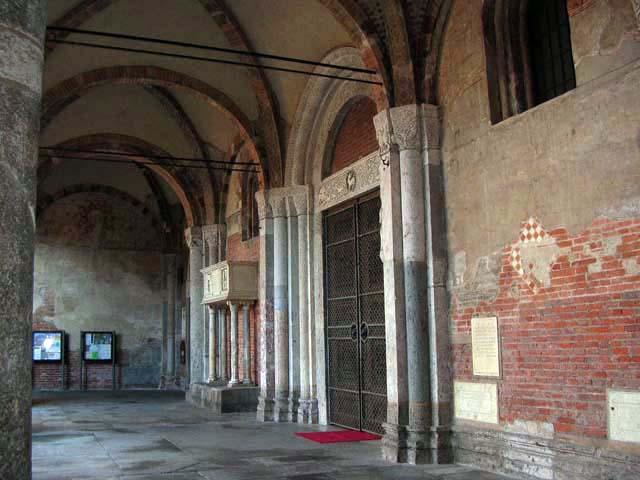 Sant 39 ambrogio a milano for Piani portico di tre stagioni