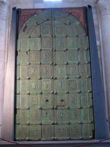 La cattedrale di san nicola pellegrino a trani - Di trani porte ...