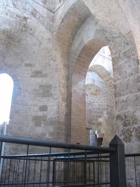 San giovanni degli eremiti a palermo - Finestra che si apre sul lato superiore ...