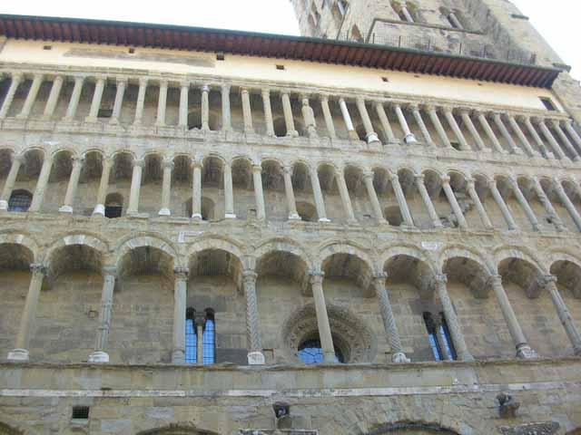 Santa maria della pieve ad arezzo for Come aggiornare le colonne del portico anteriore