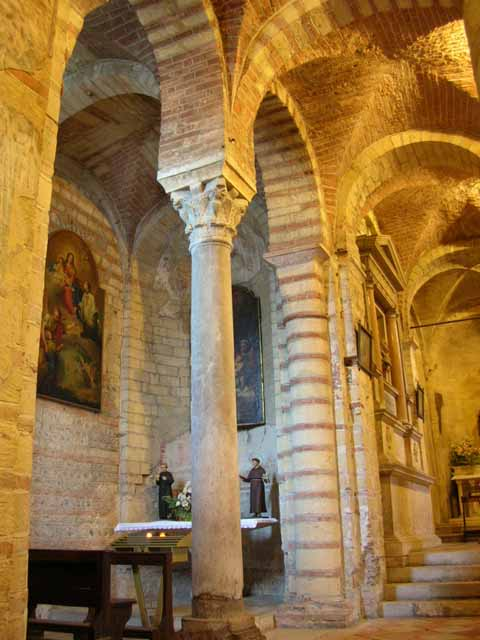 San lorenzo a verona - Finestra che si apre sul lato superiore ...